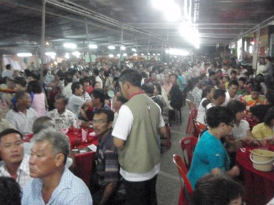 dining-crowd3