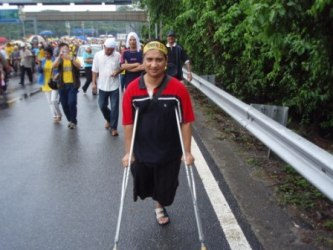Amri, from Shah Alam, walking in the BERSIH rally on 10-Eleven