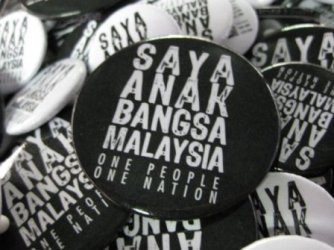 One People, One Nation buttons on sale. Photo courtesy of Pahlawan Volunteers