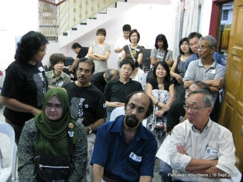 These smart ones took shelter in the house whilst the presentation was underway. Photo courtesy of Pahlawan Volunteers.