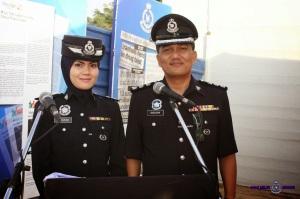 mengapa polis memakai baju biru gelap